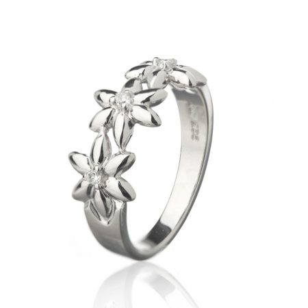 Summer Breeze Ring With Three Flowers